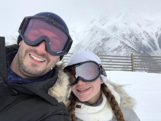 Les 2 Alpes - Peu de piste ouvertes mais bonne neige fraiche pas totalement dam - © iPhone de Jean