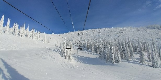 Whitefish Mountain Resort - Bluebird morning!  Excellent snow and powder conditions all over.