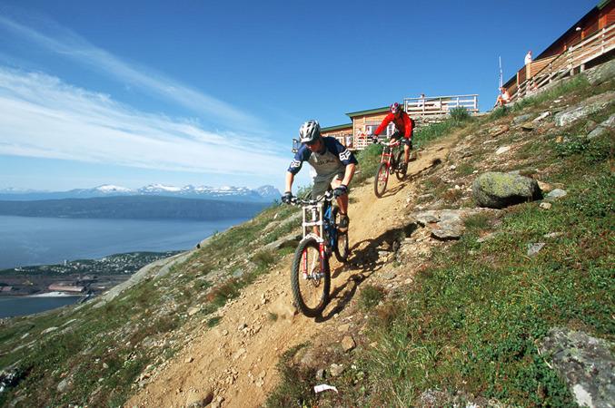 Narvik_downhill_Jeff_Webb1_677px