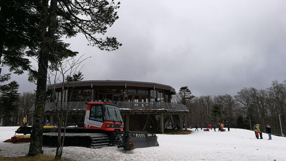 Le snack-bar au pied des pistes de ski de Prat Peyrot - © Station de ski du mont Aigoual, Prat Peyrot