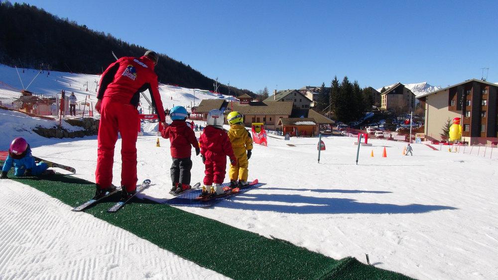 Apprentissage du ski avec les moniteurs ESF de Saint Léger les Mélèzes - © Stéphane GIRAUD-GUIGUES / Skiinfo