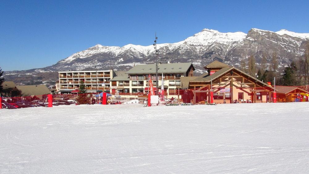 La station de ski de Saint Léger les Mélèzes dans la vallée du Champsaur - © Stéphane GIRAUD-GUIGUES / Skiinfo