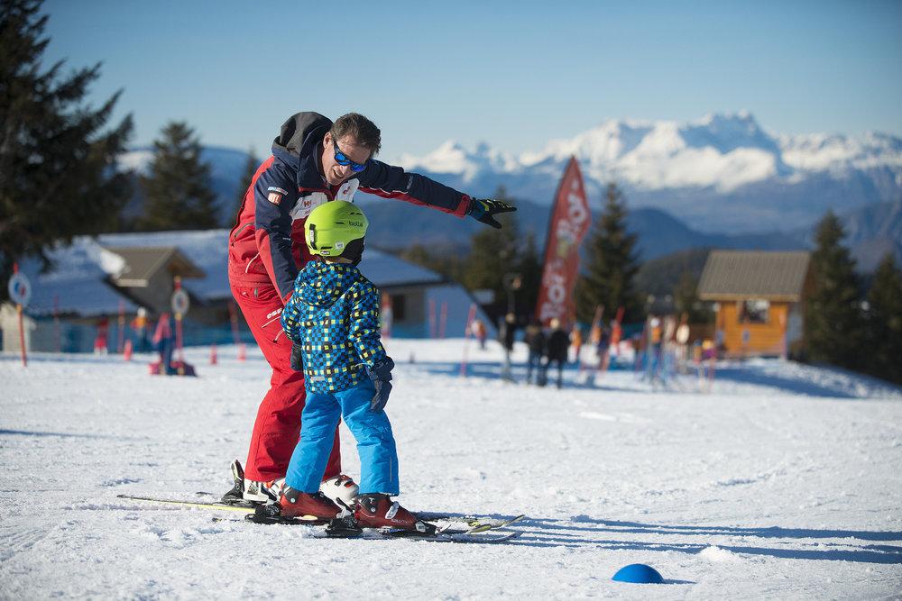 Apprentissage du ski avec les moniteurs ESF de Chabanon - © Station de Chabanon