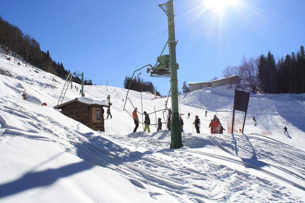 Bleue, rouge ou noire ? A vous de choisir votre terrain de glisse sur les pentes enneigées du Col d'Ornon - © Jean-Hervé Ameller