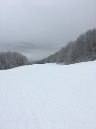 Sugarbush - Started raining and snowing @noon yesterday. Top  is still good mostly snow.  Bottom ice with corn; mostly rain.  Coverage still good; bare spots on steeps  - © Dr.john