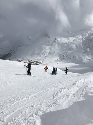 Tignes - Absolutely beautiful skiing conditions , taking it easy on the palfour run  - © Justin's iPhone