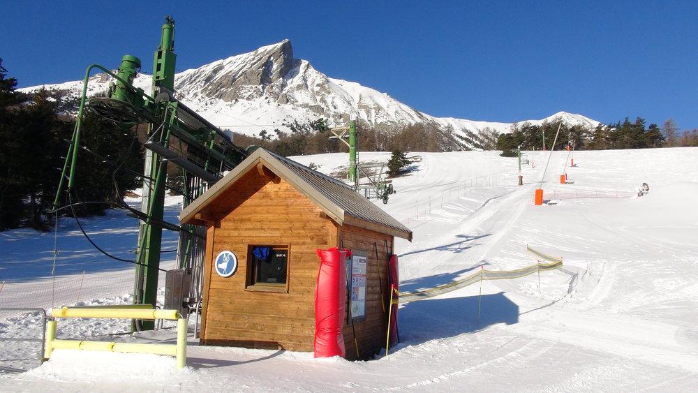 Le téléski du Col et ses 2 pistes bleues, le secteur idéal pour du ski doux à Laye en Champsaur - © Stéphane GIRAUD-GUIGUES / Skiinfo