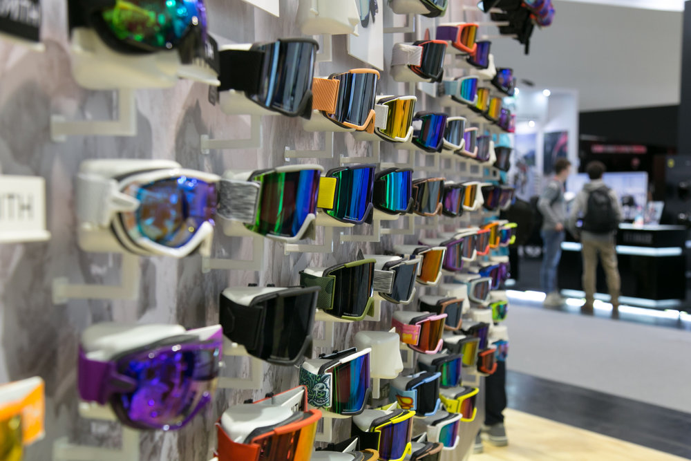 Brillen am Stand von Smith Optics - © Skiinfo | Sebastian Lindemeyer