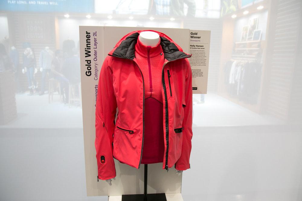 Helly Hansen erhielt für die W Paradise Heat Jacket einen ISPO Gold Award - © Skiinfo | Sebastian Lindemeyer