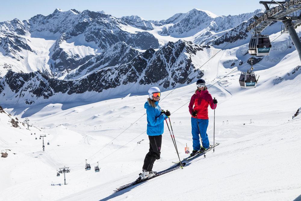 Skifahrerinnen am Kaunertaler Gletscher - © Kaunertaler Gletscher | Daniel Zangerl