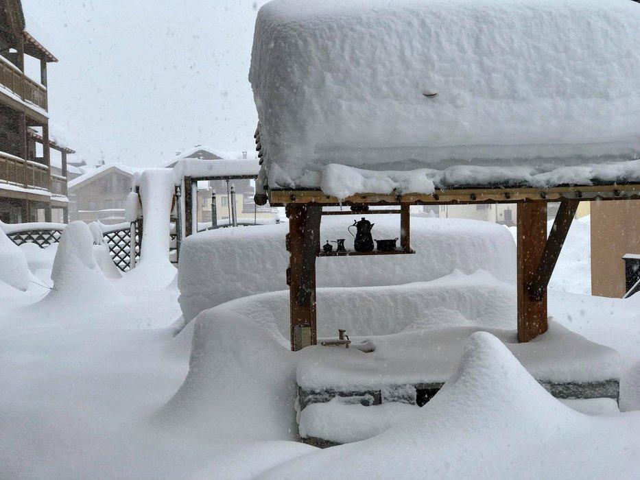 Wie hier in Livigno (ITA) hat es in weiten Teilen der Alpen am Mittwoch und Donnerstag stark geschneit. Die Lawinengefahr war verbreitet sehr groß. - © facebook Livigno