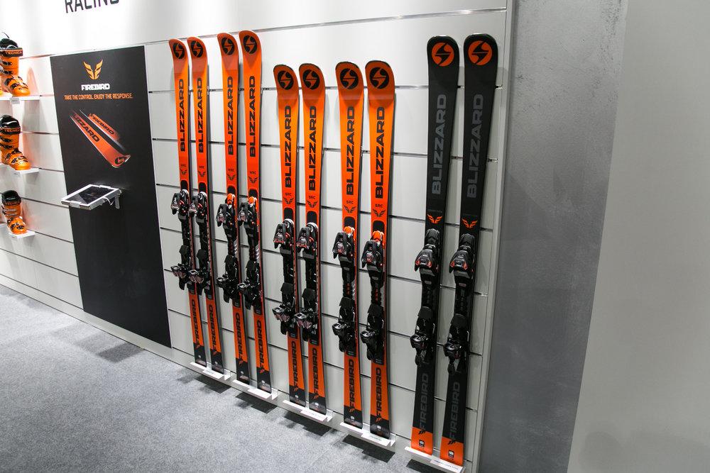Die neuen Firebird-Ski von Blizzard - © Skiinfo | Sebastian Lindemeyer