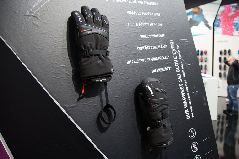 REUSCH VOLCANO PRO GTX® + GORE WARM TECHNOLOGY: Najhrejivejšie lyžiarske rukavice značky Reusch! Inteligentné vykurovacie vrecko ™ uchováva teplo hlboko vo vnútri rukavíc. Izolácia aerogélom PrimaLoft® a patentovaný systém uzatvárania Heat Trap ™ poskytuj - © Skiinfo | Sebastian Lindemeyer
