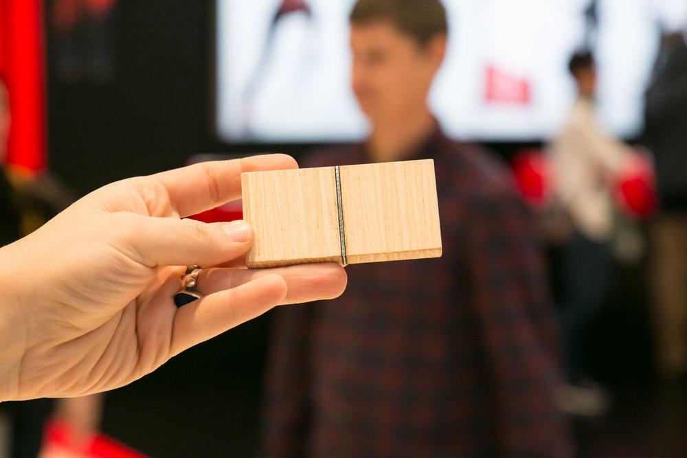 Rossignol integroval do dreveného jadra vertikálnu titánovú vrstvu, čo zvyšuje odolnosť lyží proti šmyku - © Skiinfo | Sebastian Lindemeyer