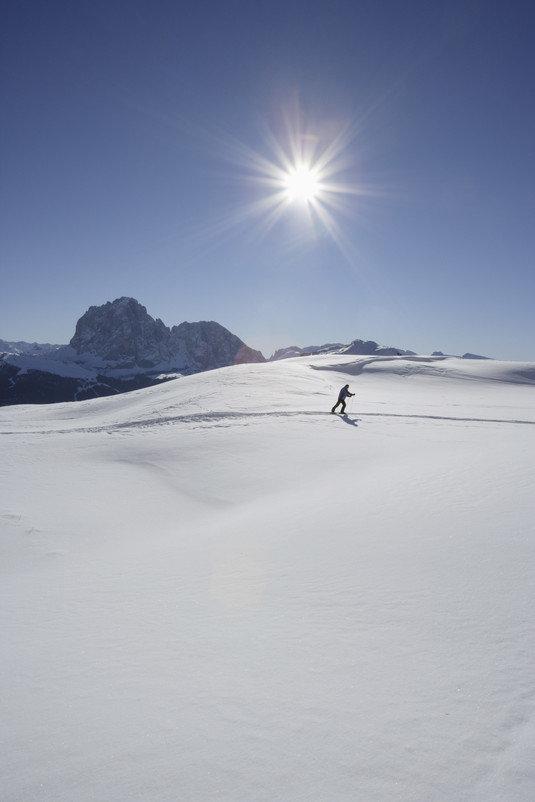 Słońce, śnieg i góry - czegóż chcieć więcej? - © IDM Alto Adige/Frieder Blickle