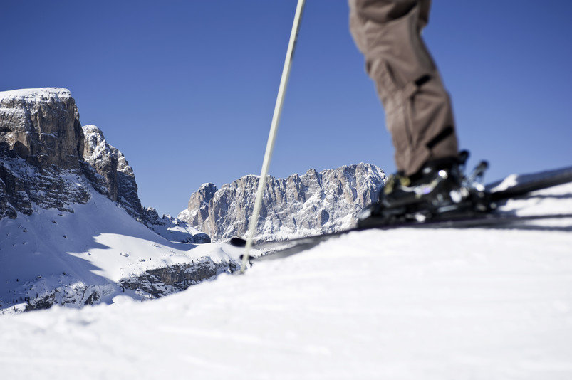 Ein einzigartiger Blick auf die Dolomiten von Alta Badia auf den Sasso Lungo und die Sellagruppe - © IDM Alto Adige/Alex Filz
