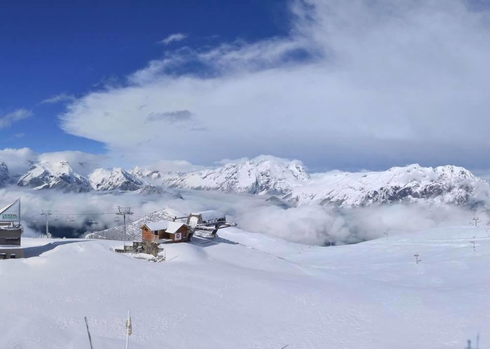 14. máj pod snehom v Alpe d'Huez - © Facebook @alpe.huez