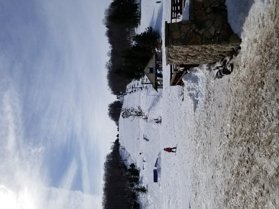 Kissing Bridge - Late March. unreal conditions. Holly lift to South lift open. 15$ lift tix made even better. got better as day rolled on. get out if you can. - © buffalo boarder