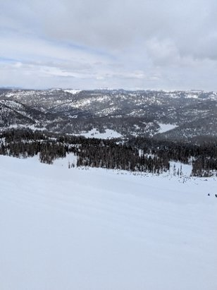 Wolf Creek Ski Area - going off the ridge!! - © anonymous