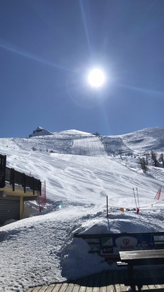 Prali - Oggi 23 Marzo giornata perfetta. Sole e piste preparate alla perfezione come sempre ! In quota 3m di neve compatta.. prali non delude mai !!  - © Matteo