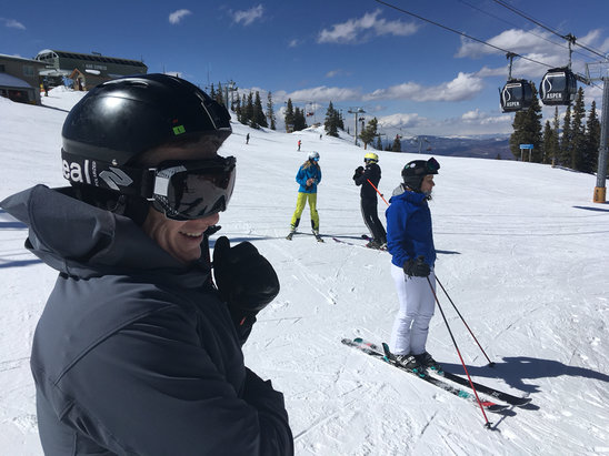 Aspen / Snowmass - Upper elevations remain packed powder. Mid groomers are icy early, Mid moguls can be crusty. Lower is slushy. SUNNY! - © Snowflake Steve