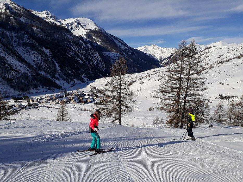 Apprentissage du ski sur le domaine skiable de Larche - © Office de tourisme de l'Ubaye