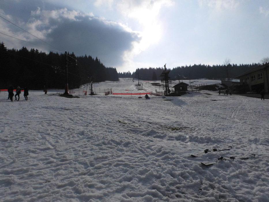 Front de neige et départ des remontées mécaniques du Poli - © Domaine skiable du Poli