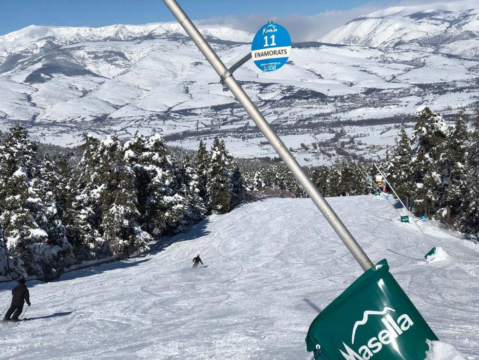 Sur les pistes de ski de Masella - © Station de ski de Masella