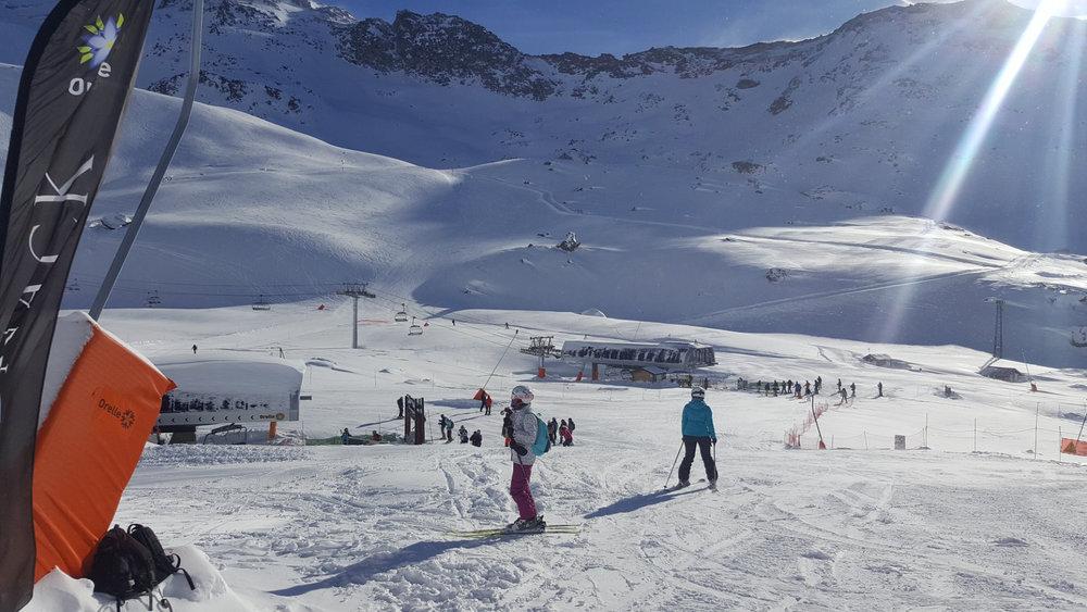 Belle journée de ski sur les pistes d'Orelle - © Station de ski d'Orelle les 3 Vallées