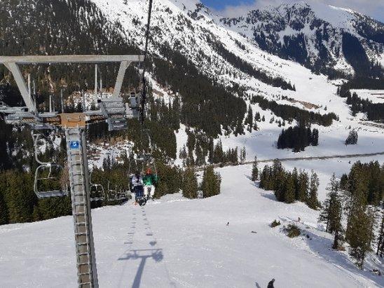 Bichlbach - Berwang - Leuk skigebied met veel afwisseling in ook andere plaatsen zoals Lermoos en Ehrwald. Ideaal gebied voor beginners, ook gevorderden kunnen hier uit de voeten. - © skiër