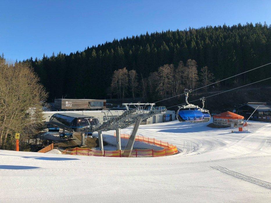 Předposlední lyžařský víkend ve Špindlu slibuje příjemné počasí a jarní pohodu na sjezdovkách - © Skiareál Špindlerův Mlýn facebook