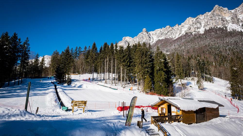 Le front de neige et l'espace ludique du Col de Marcieu - © Bruno Lavit