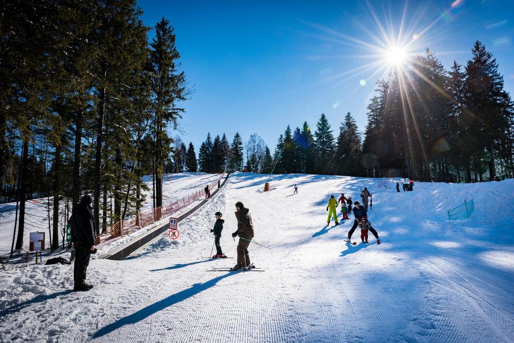 Conditions de ski parfaites (soleil et neige fraîche) sur le domaine skiable du Col de Marcieu - © Bruno Lavit