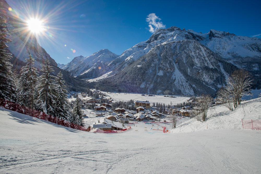 Conditions de ski idéales (soleil et neige fraîche) sur les pistes de ski de Pralognan la Vanoise - © Cyril Entzmann
