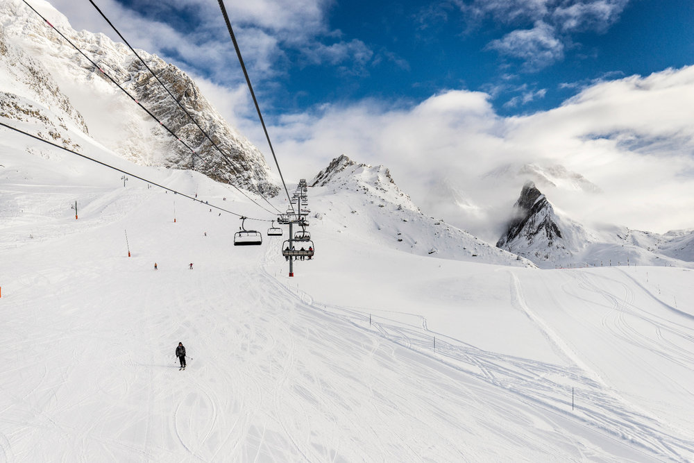 Le brouillard se disperse, la neige est excellente... Encore une belle journée de ski en perspective sur les pistes de ski de Pralognan la Vanoise - © Steph Cande
