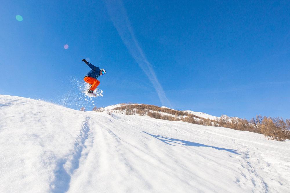Les joies de la glisse (ski/snowboard) à Pelvoux - © Thibaut BLAIS / OTI du Pays des Écrins