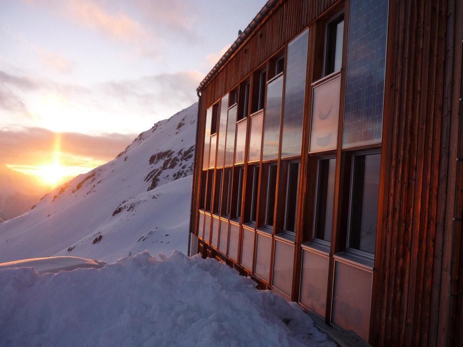 SAC-Hütte Kesch im Winter - © Graubünden Ferien
