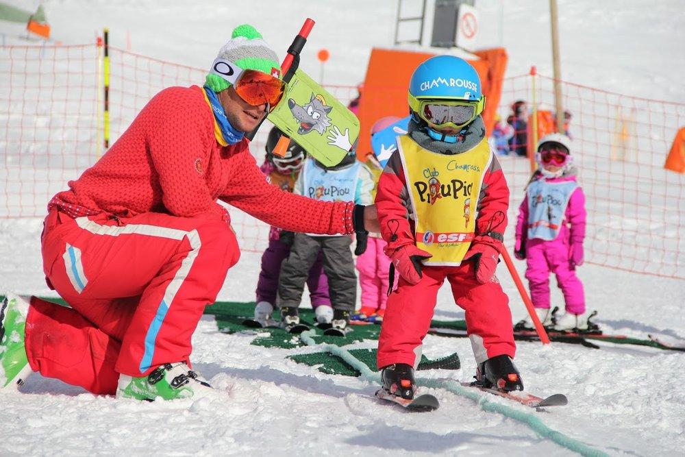 Apprentissage du ski tout en douceur sous la houlette des moniteurs de l'ESF Chamrousse - © Emilie Garcin / Office de Tourisme de Chamrousse