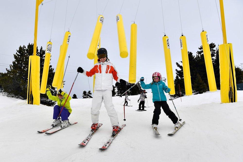Joies du ski en famille sur le Family Park de Chamrousse - © Fred Guerdin / Office de Tourisme de Chamrousse