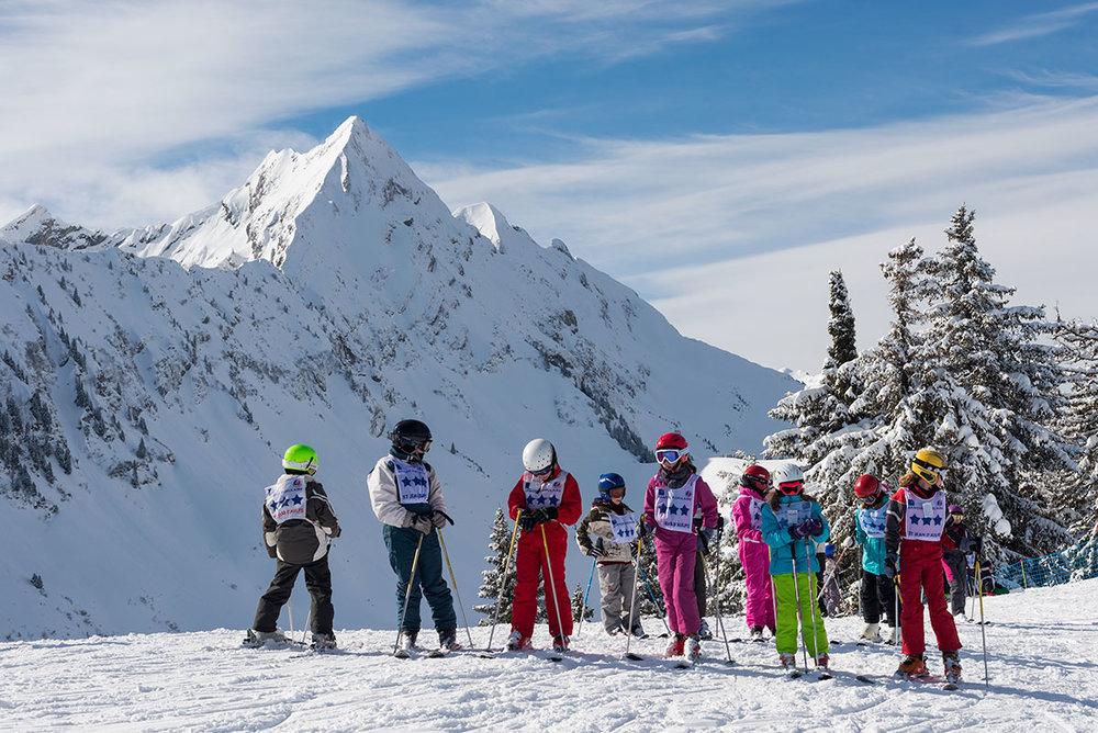 Apprentissage du ski tout en douceur sous la houlette des moniteurs de l'ESF de Saint Jean d'Aulps - © Domaine du Roc d'enfer