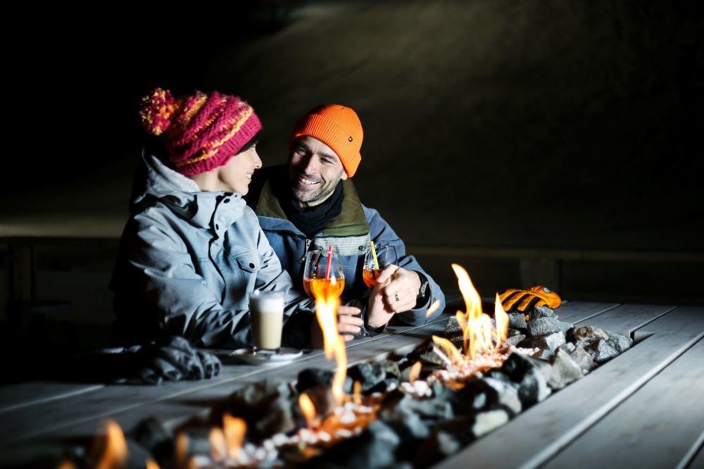 Večerní posezení u otevřeného ohně  - i tak může vypadat apre-ski ve Špindlu - © Skiareál Špindlerův Mlýn