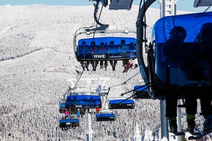 Na sjezdovky dopravují lyžaře moderní lanovky - © Skiareál Špindlerův Mlýn