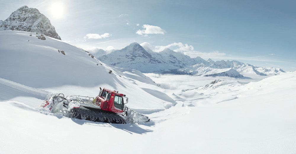 Pistenfahrzeug im Skigebiet Grindelwald (First) - © Jungfrau Region