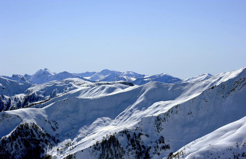 Dans l'immensité du domaine skiable de l'Espace Lumière entre Praloup et Val d'Allos - © Manu Molle