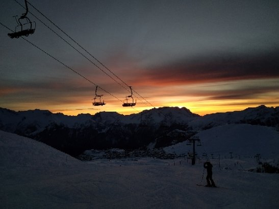Alpe d'Huez - Relatively good snow, perfect conditions!  - © anonymous