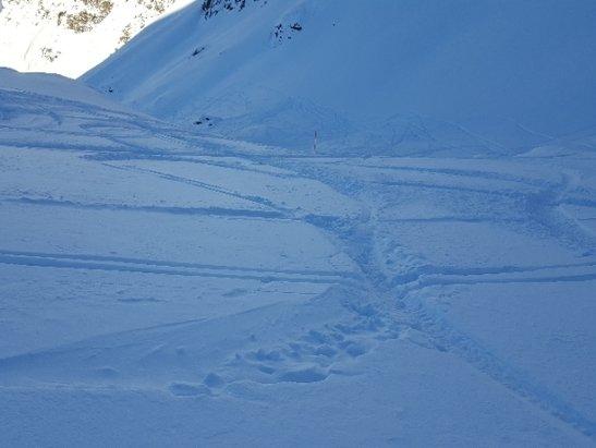 Madesimo - Giornata da cartolina con Canalone in neve fresca  - © Anonimo