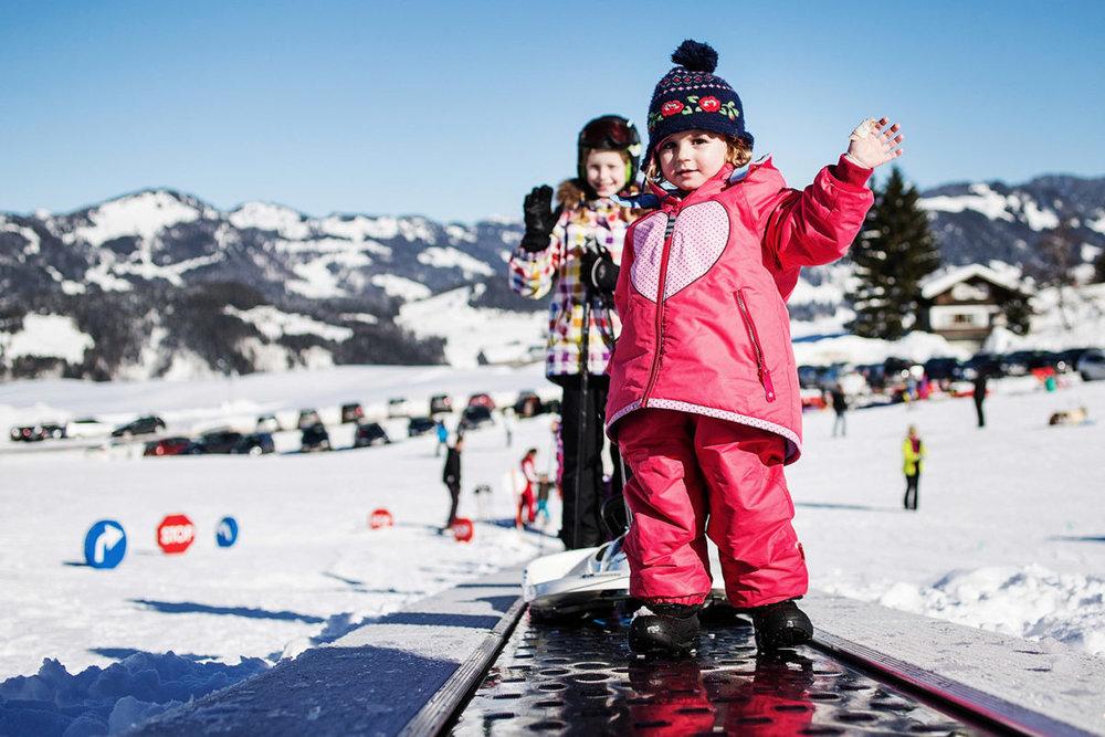 Prinášame dôležité rady pre rodičov, ktorí kupujú detské lyže - © https://www.schetteregg.at