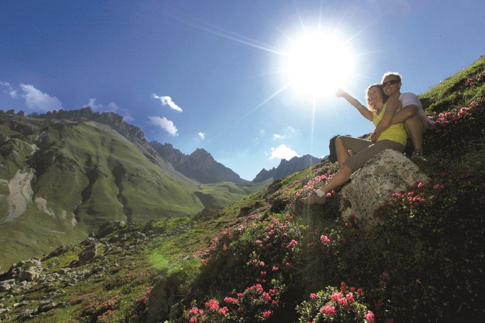 Via ferrata, rando en famille, rando accompagnée par des lamas, Valloire offre un fabuleux terrain de jeux pour randonner à tout âge ! - © OT de Valloire