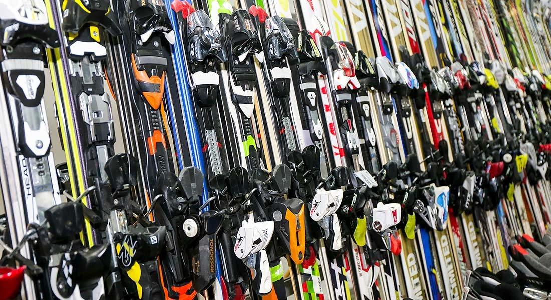 Les bourses aux skis présentent l'avantage d'offrir un large choix de matériel de ski à prix réduits.