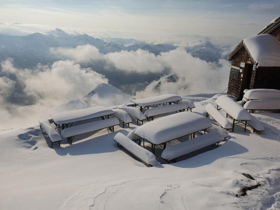 Pěkný zasněžený záběr  z Gamskarkogelhütte - © Facebook Gamskarkogelhütte